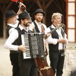 Akkordeon, Kontrabass, Gitarre und Klarinette, open air im freien unplugged für Hochzeit